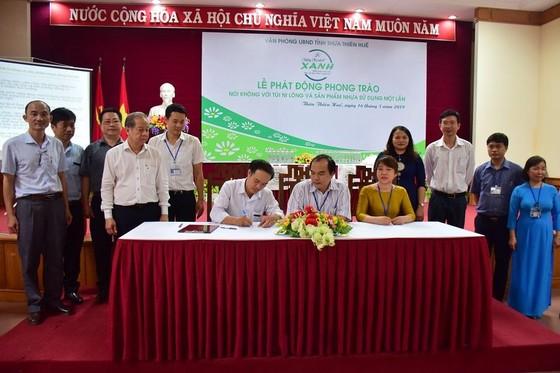 Thừa Thiên – Huế tiên phong dùng chai thủy tinh đựng nước uống cho các hội nghị ảnh 1
