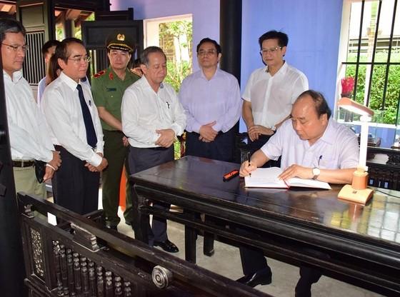 Thủ tướng Nguyễn Xuân Phúc thăm ngôi nhà Bác Hồ tại Huế ảnh 3