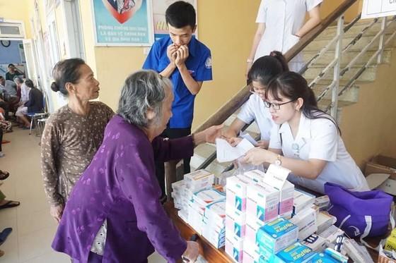 Khám chữa bệnh miễn phí cho 2.500 người nghèo Thừa Thiên – Huế và Quảng Trị ảnh 1