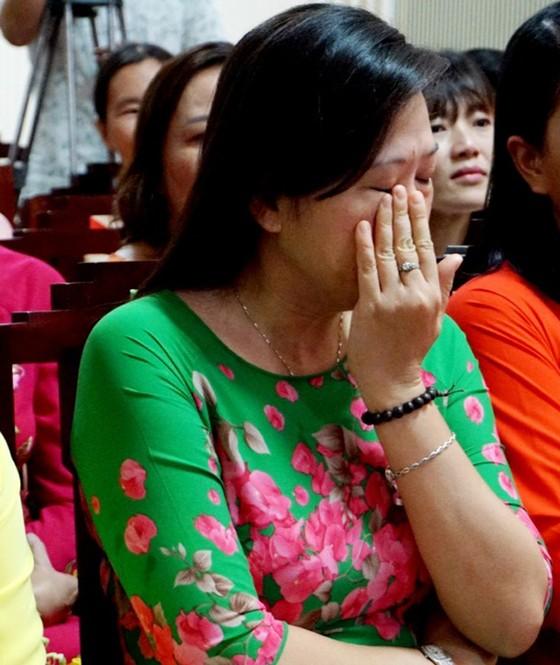Lần đầu tiên Chủ tịch tỉnh Thừa Thiên - Huế gặp mặt nói chuyện thân mật với chị em lao công  ảnh 2