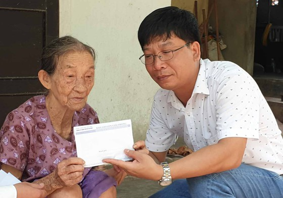 Báo SGGP trao 48,7 triệu đồng giúp bệnh nhân nghèo ảnh 2