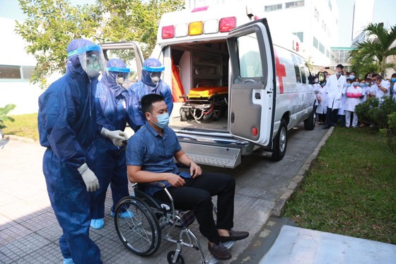 Bệnh viện Trung ương Huế diễn tập cứu chữa 2 bệnh nhân nhiễm virus corona ảnh 1