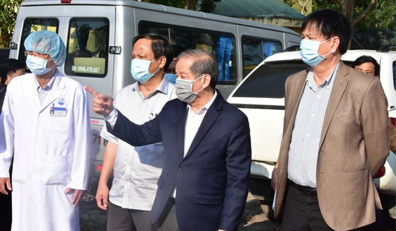 Diễn tập cứu chữa bệnh nhân nghi nhiễm nCoV tại nhà  ảnh 1