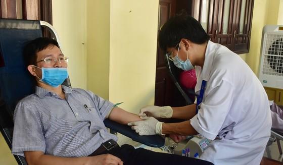 Nhiều cán bộ chỉ đạo phòng chống dịch Covid-19 tại Huế hiến máu cứu người ảnh 2