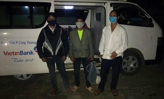 Cách ly 3 trường hợp vượt biên từ Lào về Việt Nam  ảnh 1