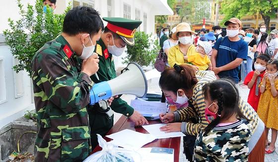 Nhiều người hoàn thành thời gian cách ly góp tiền ủng hộ Trường Quân sự tỉnh Thừa Thiên – Huế ảnh 1
