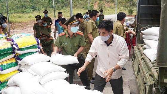 Nhiều đơn vị tại Thừa Thiên-Huế chung tay giúp nước bạn Lào phòng, chống dịch Covid-19 ảnh 5
