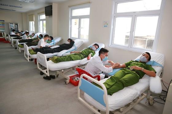 500 cán bộ, chiến sĩ công an tỉnh Thừa Thiên-Huế cùng hiến máu cứu người ảnh 5