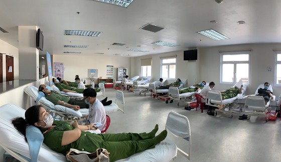 500 cán bộ, chiến sĩ công an tỉnh Thừa Thiên-Huế cùng hiến máu cứu người ảnh 2