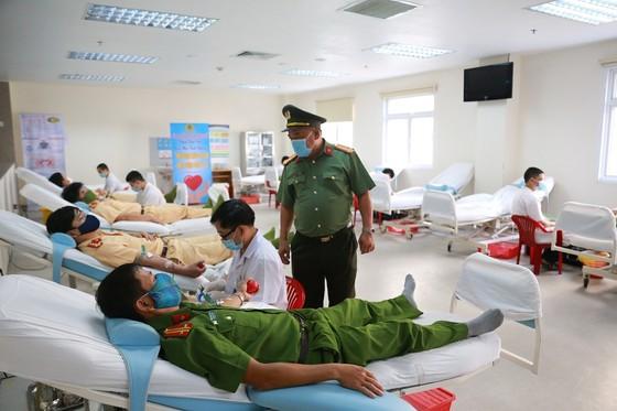 500 cán bộ, chiến sĩ công an tỉnh Thừa Thiên-Huế cùng hiến máu cứu người ảnh 4