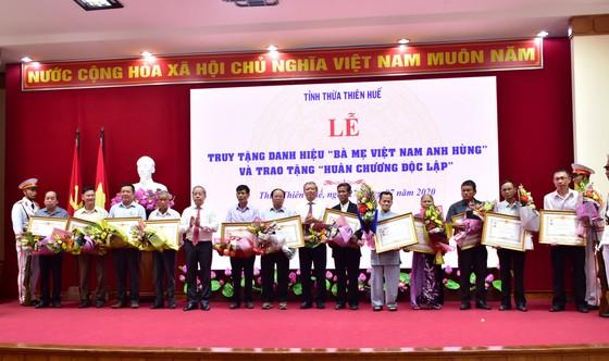 Truy tặng 12 danh hiệu Bà Mẹ Việt Nam Anh hùng ảnh 1
