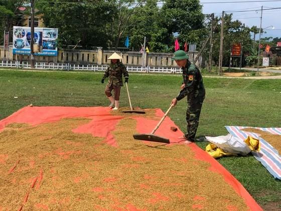 Phó Thủ tướng Trịnh Đình Dũng chỉ đạo công tác ứng phó bão số 5 tại Thừa Thiên - Huế ảnh 11