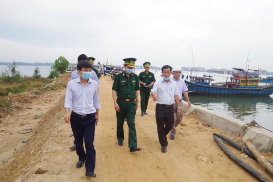 Phó Thủ tướng Trịnh Đình Dũng chỉ đạo công tác ứng phó bão số 5 tại Thừa Thiên - Huế ảnh 3