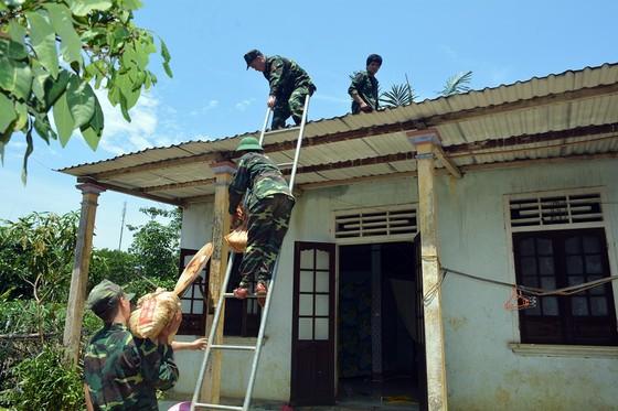 Phó Thủ tướng Trịnh Đình Dũng chỉ đạo công tác ứng phó bão số 5 tại Thừa Thiên - Huế ảnh 8