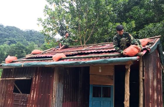 Phó Thủ tướng Trịnh Đình Dũng chỉ đạo công tác ứng phó bão số 5 tại Thừa Thiên - Huế ảnh 9