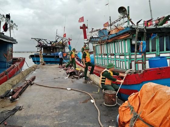 Phó Thủ tướng Trịnh Đình Dũng chỉ đạo công tác ứng phó bão số 5 tại Thừa Thiên - Huế ảnh 5