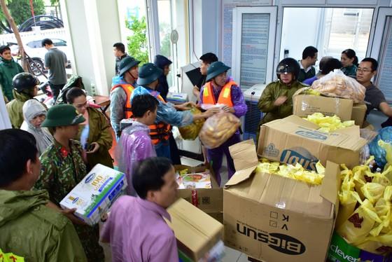 Thừa Thiên – Huế khẩn cấp cứu trợ người dân vùng lũ ảnh 1