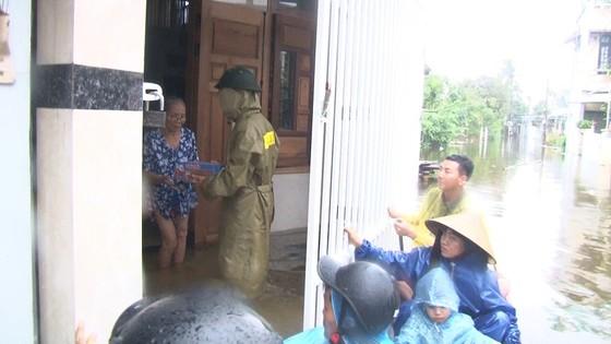 Thừa Thiên – Huế khẩn cấp cứu trợ người dân vùng lũ ảnh 5