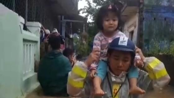 Thừa Thiên – Huế khẩn cấp cứu trợ người dân vùng lũ ảnh 3