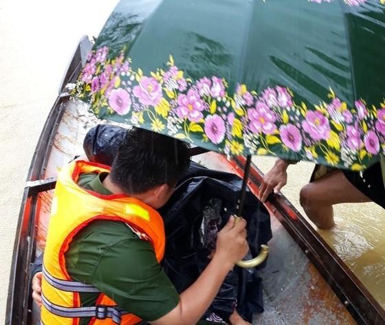 Thừa Thiên - Huế đạt đỉnh lũ lịch sử năm 1999 ảnh 1