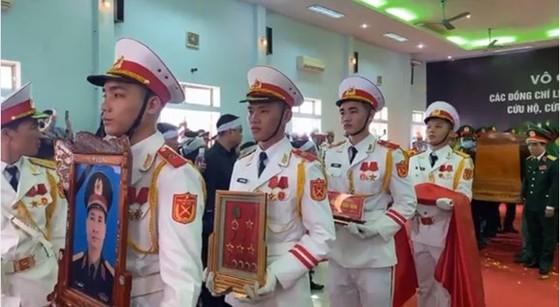 Xúc động lễ truy điệu 13 liệt sĩ hy sinh khi làm nhiệm vụ cứu nạn thủy điện Rào Trăng 3 ảnh 6