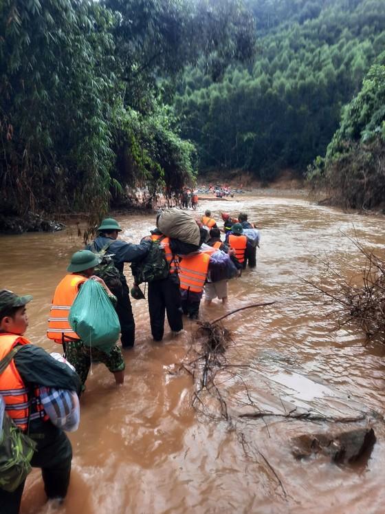 Tạm rút toàn bộ lực lượng tìm kiếm các nạn nhân tại Thủy điện Rào Trăng 3 ảnh 1