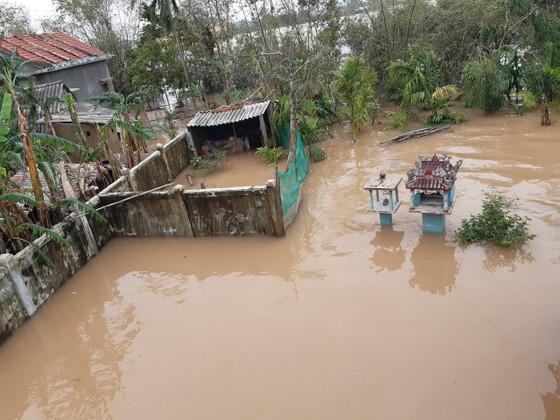 Nhiều khu dân cư Thừa Thiên – Huế trắng xóa trong lũ ảnh 3