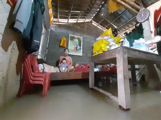 Nhiều khu dân cư Thừa Thiên – Huế trắng xóa trong lũ ảnh 6