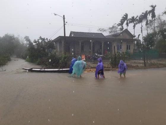 Nhiều khu dân cư Thừa Thiên – Huế trắng xóa trong lũ ảnh 5