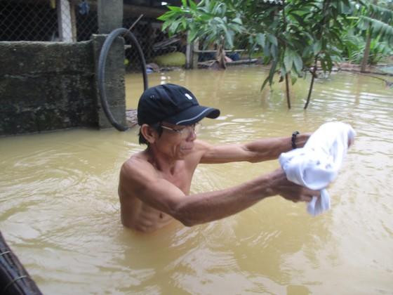Nhiều khu dân cư Thừa Thiên – Huế trắng xóa trong lũ ảnh 10