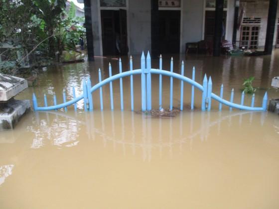Nhiều khu dân cư Thừa Thiên – Huế trắng xóa trong lũ ảnh 15