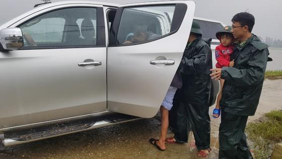 Hàng trăm người dân đảo Cồn Cỏ di tản xuống hầm trú bão ảnh 7