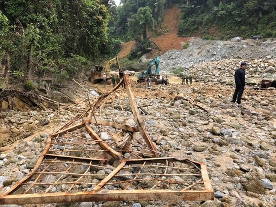 Huy động thêm máy múc tìm kiếm các nạn nhân mất tích tại Thủy điện Rào Trăng 3 ảnh 2