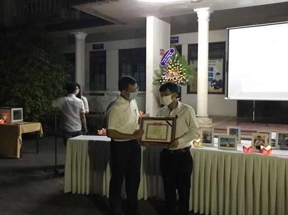 Chủ tịch nước truy tặng Huân chương Dũng cảm cho sinh viên cứu người Nguyễn Văn Nhã ảnh 1