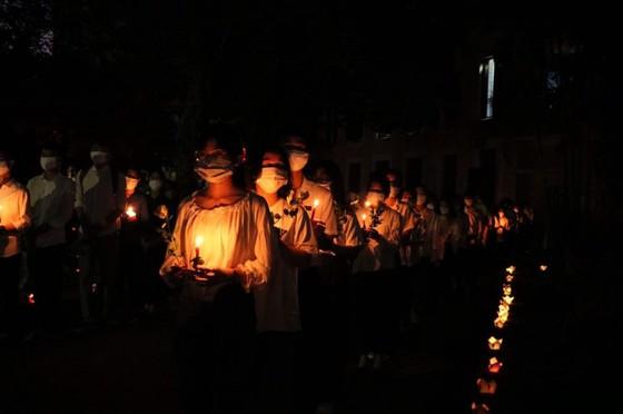Chủ tịch nước truy tặng Huân chương Dũng cảm cho sinh viên cứu người Nguyễn Văn Nhã ảnh 4