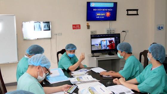 Video Các y bác sĩ tại Huế điều trị cho bệnh nhân Covid-19 ra sao? ảnh 2