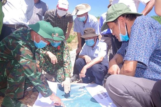 Khảo sát hiện trường trước khi tổng lực tìm kiếm các nạn nhân mất tích tại Thủy điện Rào Trăng 3  ảnh 1