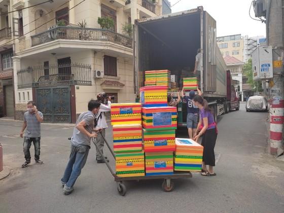 Hàng chục tấn hàng từ Huế vào hỗ trợ người dân TPHCM  ảnh 2