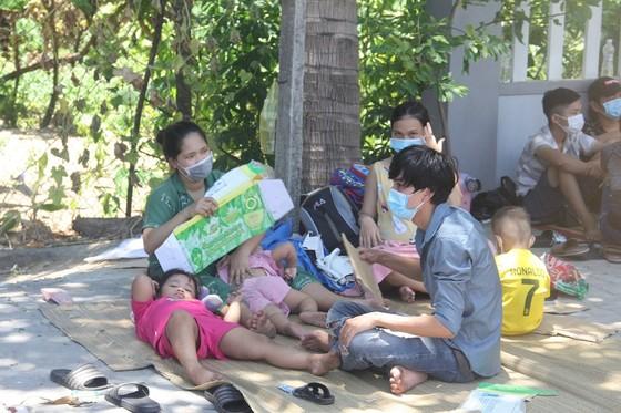 Hàng ngàn người từ miền Nam về Thừa Thiên – Huế vật vờ chờ khai báo y tế ảnh 5