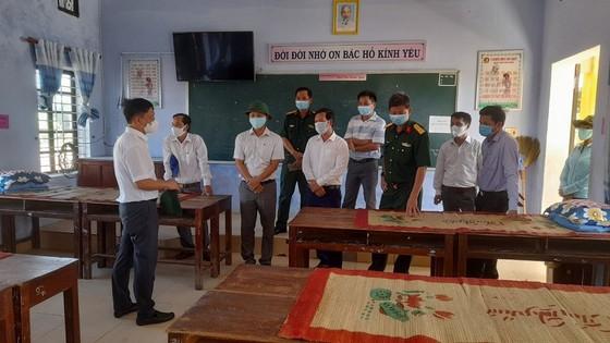 Hàng ngàn người từ miền Nam về Thừa Thiên – Huế vật vờ chờ khai báo y tế ảnh 13