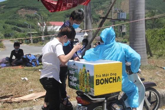 Hàng ngàn người từ miền Nam về Thừa Thiên – Huế vật vờ chờ khai báo y tế ảnh 1