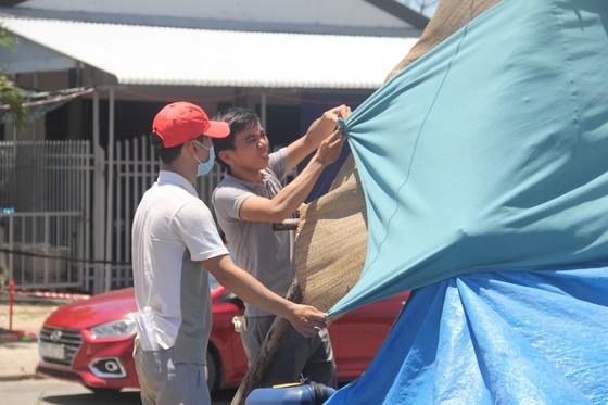 Hàng ngàn người từ miền Nam về Thừa Thiên – Huế vật vờ chờ khai báo y tế ảnh 8