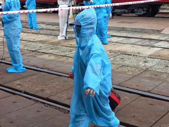 Chuyến tàu đặc biệt đưa 376 người dân từ TPHCM về Huế an toàn ảnh 5