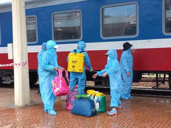 Chuyến tàu đặc biệt đưa 376 người dân từ TPHCM về Huế an toàn ảnh 3
