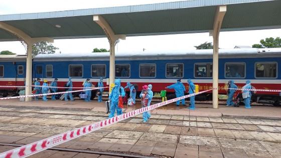 Chuyến tàu đặc biệt đưa 376 người dân từ TPHCM về Huế an toàn ảnh 2