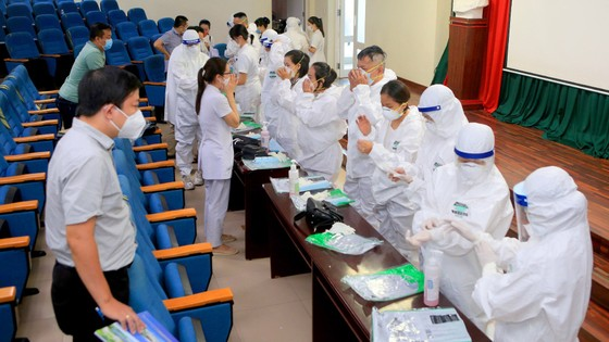 Nhiều địa phương miền Trung đưa đoàn y, bác sĩ tình nguyện tham gia hỗ trợ TPHCM chống dịch Covid-19 ảnh 2
