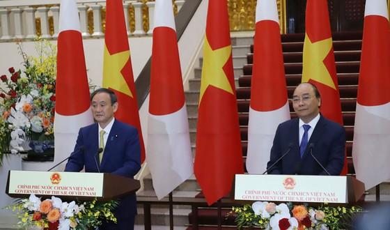 Thủ tướng Nhật Bản bắt đầu chuyến thăm chính thức Việt Nam ảnh 14