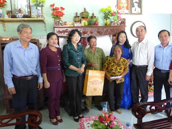 Phó Chủ tịch nước Đặng Thị Ngọc Thịnh thăm, tặng quà tại Bình Phước ảnh 1