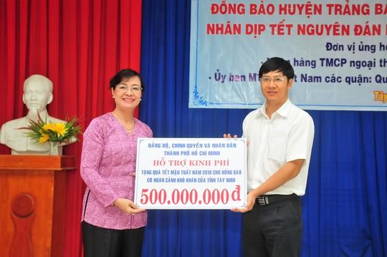 Chủ tịch HĐND TPHCM Nguyễn Thị Quyết Tâm thăm, tặng quà Tết đồng bào nghèo Tây Ninh ảnh 1