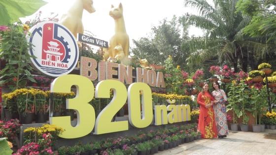 Đường hoa Nguyễn Văn Trị chính thức đón khách du xuân ảnh 1